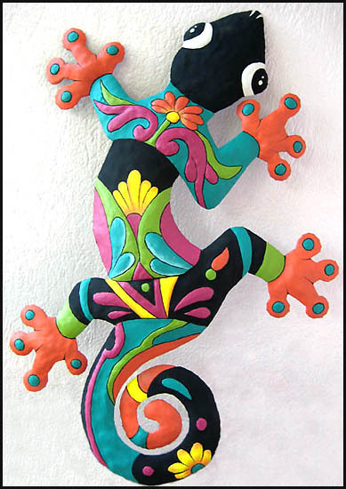 Hand painted metal gecko wall hanging. Haitian recycled steel drum