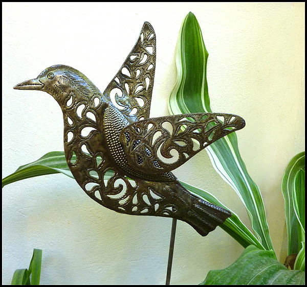 Handcrafted metal bird plant stake decorative metal bird for Decorative garden stakes
